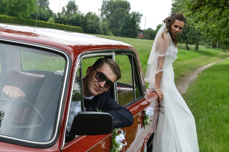 Pan i Pani młoda na fotograficznym plenerze ślubnym