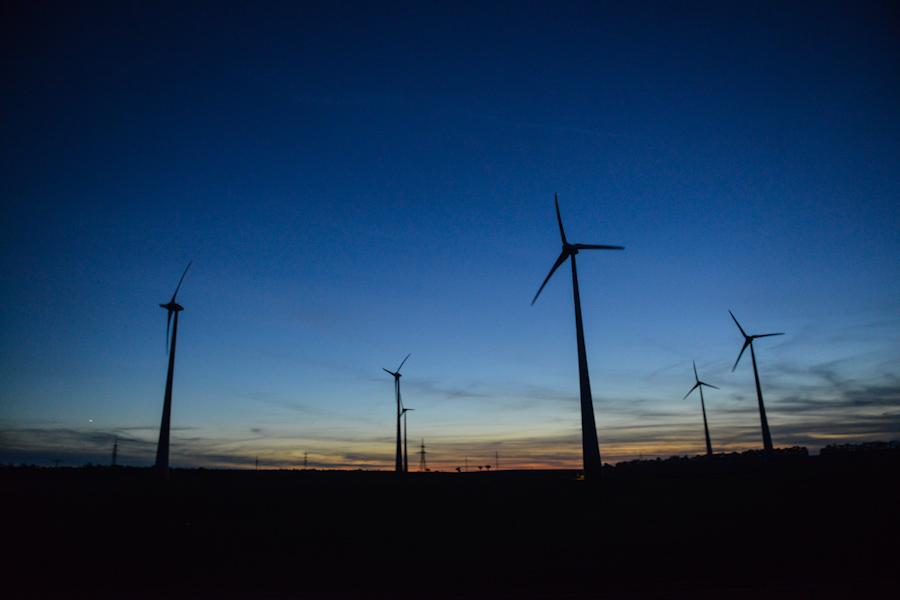 Austria, wiedeń, elektrownie wiatrowe nocą