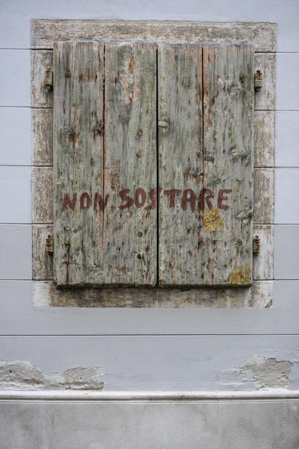 Włochy, Triest, drewniane okno / Italy - Trieste, wooden window