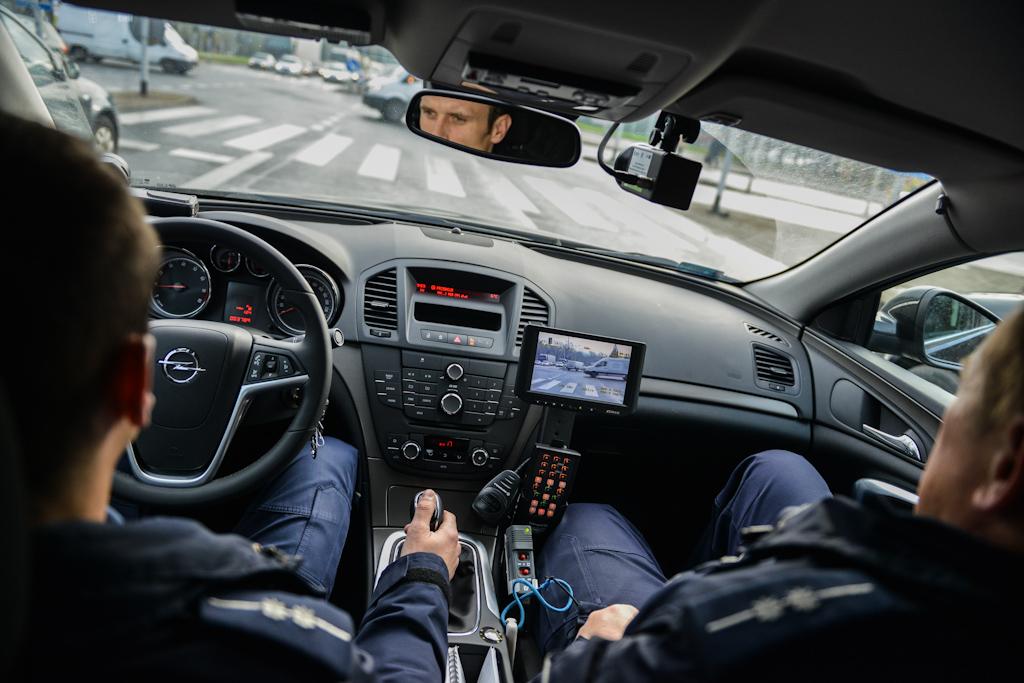 Bielsko-Biała: patrol wnieoznakowanym radiowozie Opel Insignia