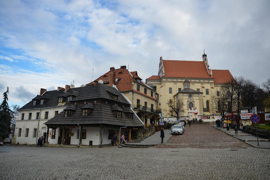 Kazimierz Dolny nadWisłą, Rynek, widok nakościół farny św.Jana Chrzciciela iśw. Bartłomieja