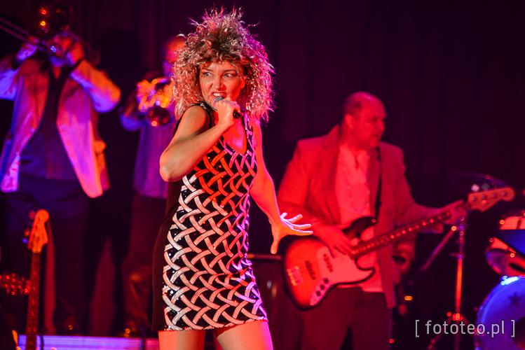 Iwona Purzycka na scenie jako Tina Turner