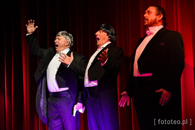 Adam Wykręt, senator Rafał Muchacki i Fulvio Viola jako Luciano Pavarotti, Placido Domingo i Jose Carreras