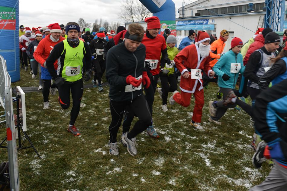 Tłum Mikołajów rusza dobiegu