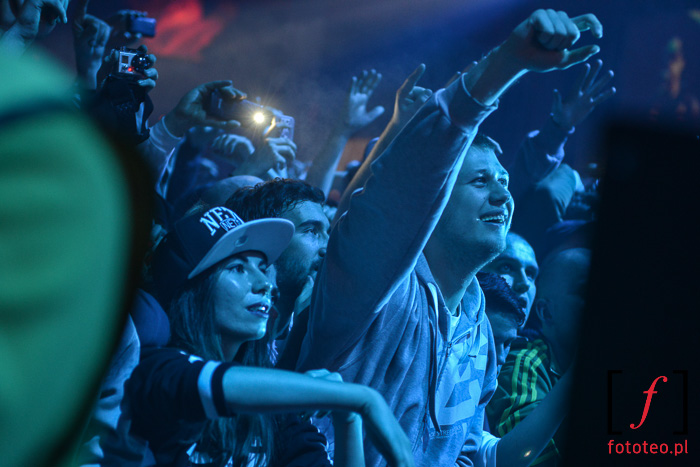 Publiczność szaleje na koncercie