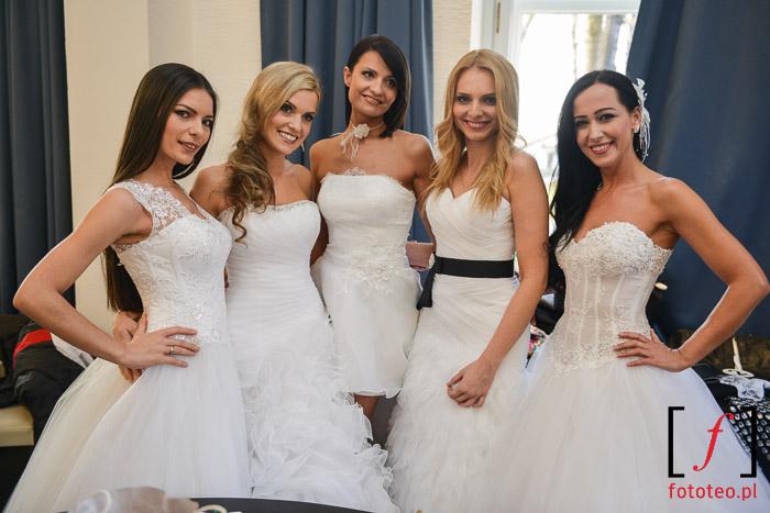Modelki w sukniach ślubnych