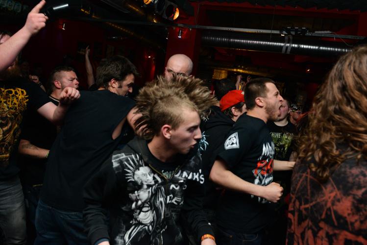 Crowd during Ektomorf concert