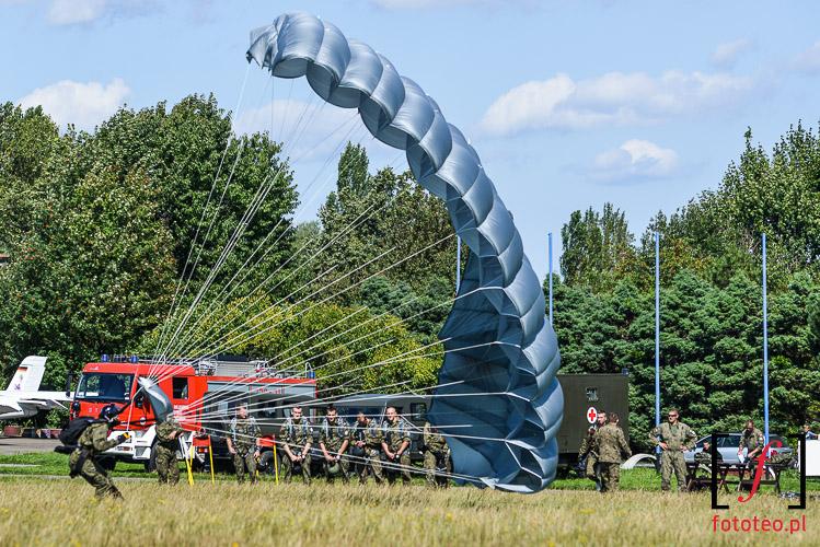 Ladujacy spadochroniarz Bielsko-Biala