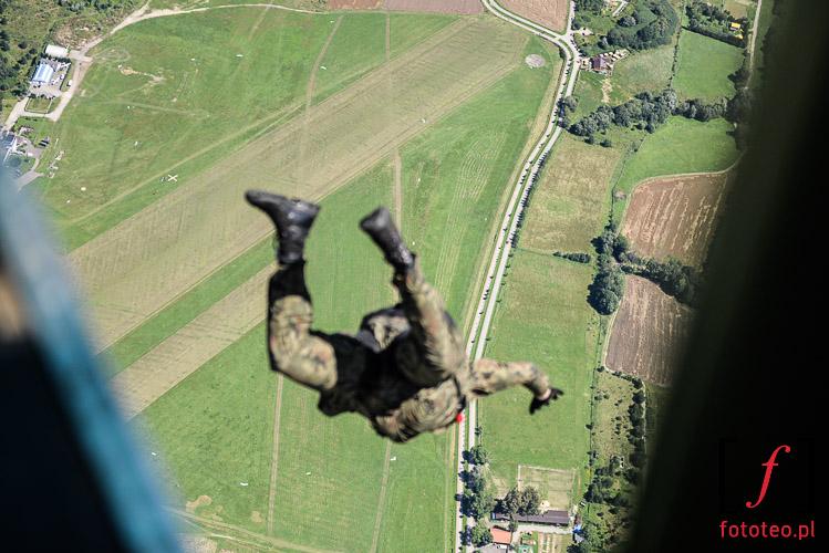 Skoki spadochronowe paratrooper jump