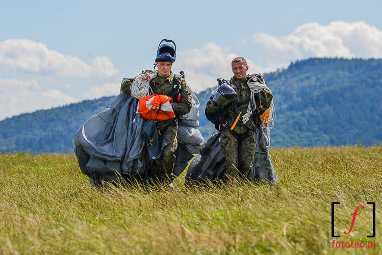 Paratroopers after landind, photoreportage