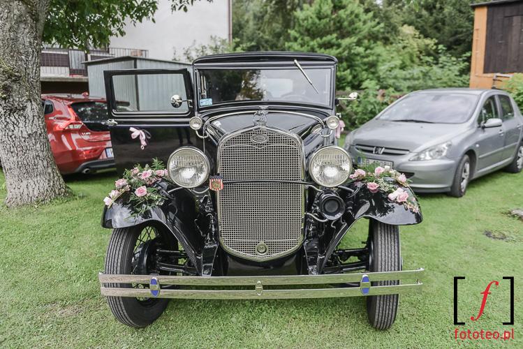 Stary Ford- samochod slubny