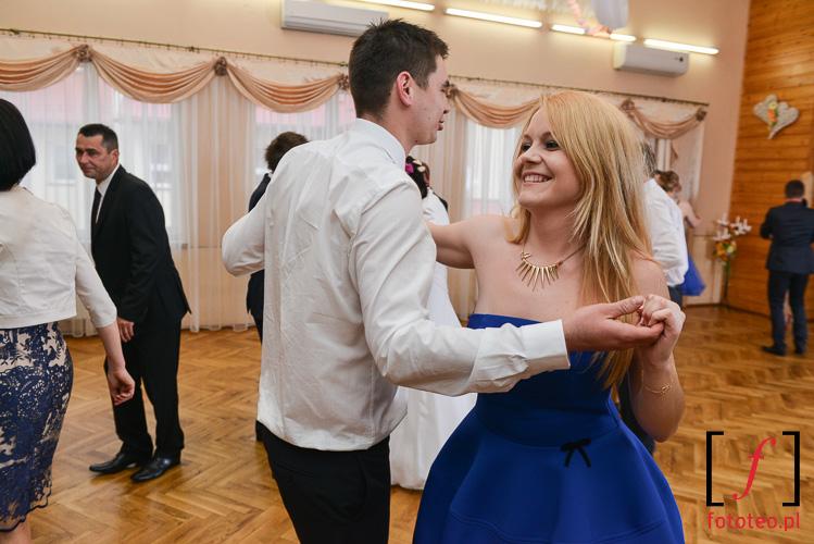 Para tanczaca na weselu