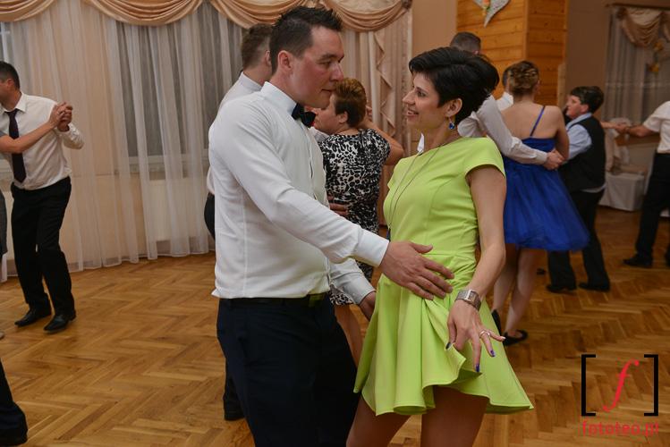 Goscie podczas wesele w Brzusniku kolo Zywca