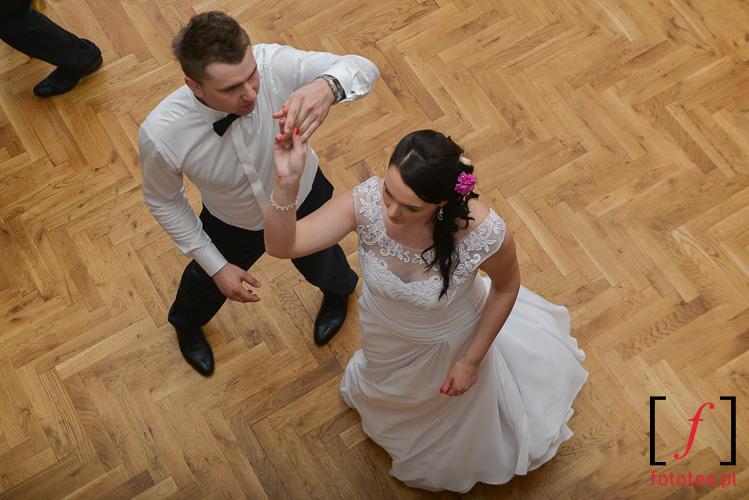 Taniec mlodej pary