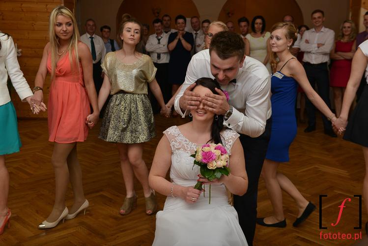 Oczepiny podczas wesela kolo Zywca